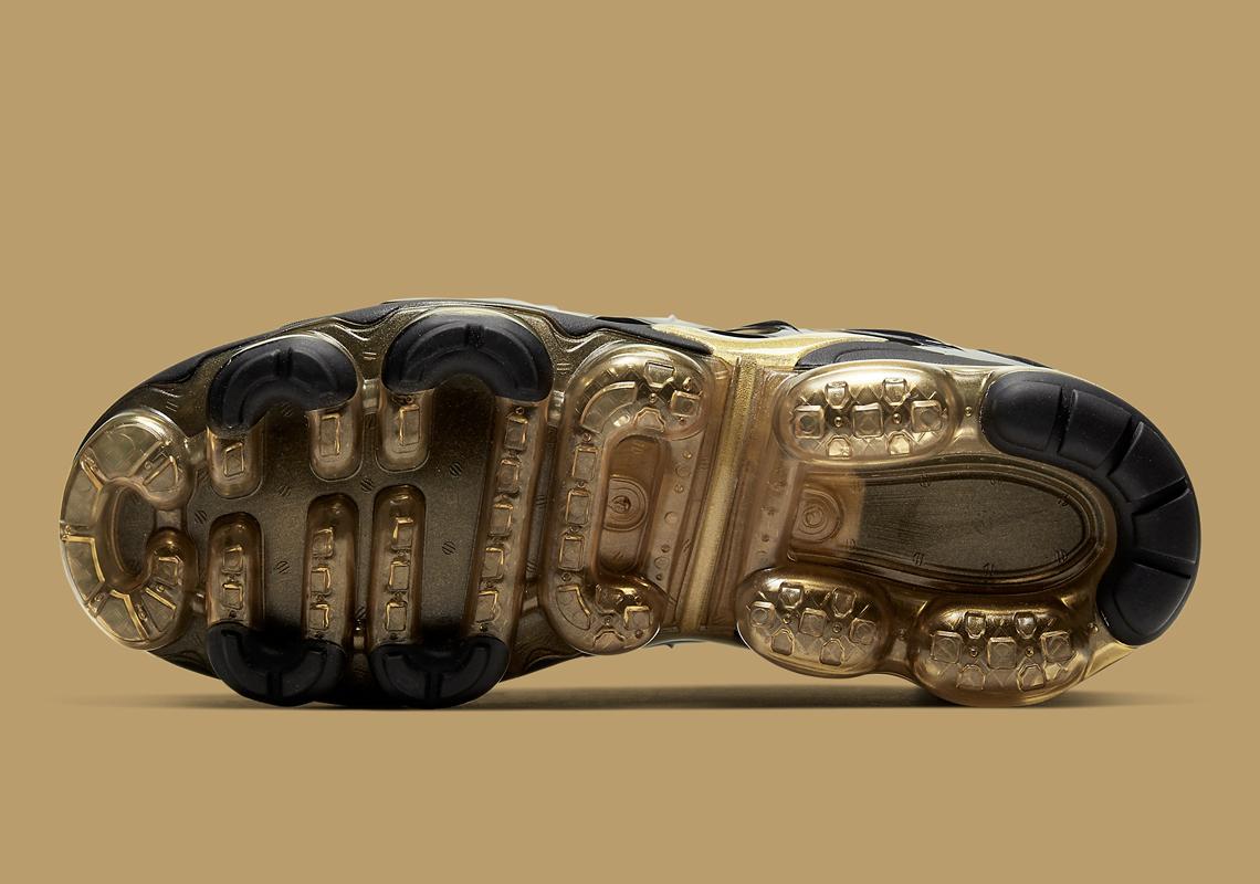 Nike-VaporMax-Plus-CW7299-001-4