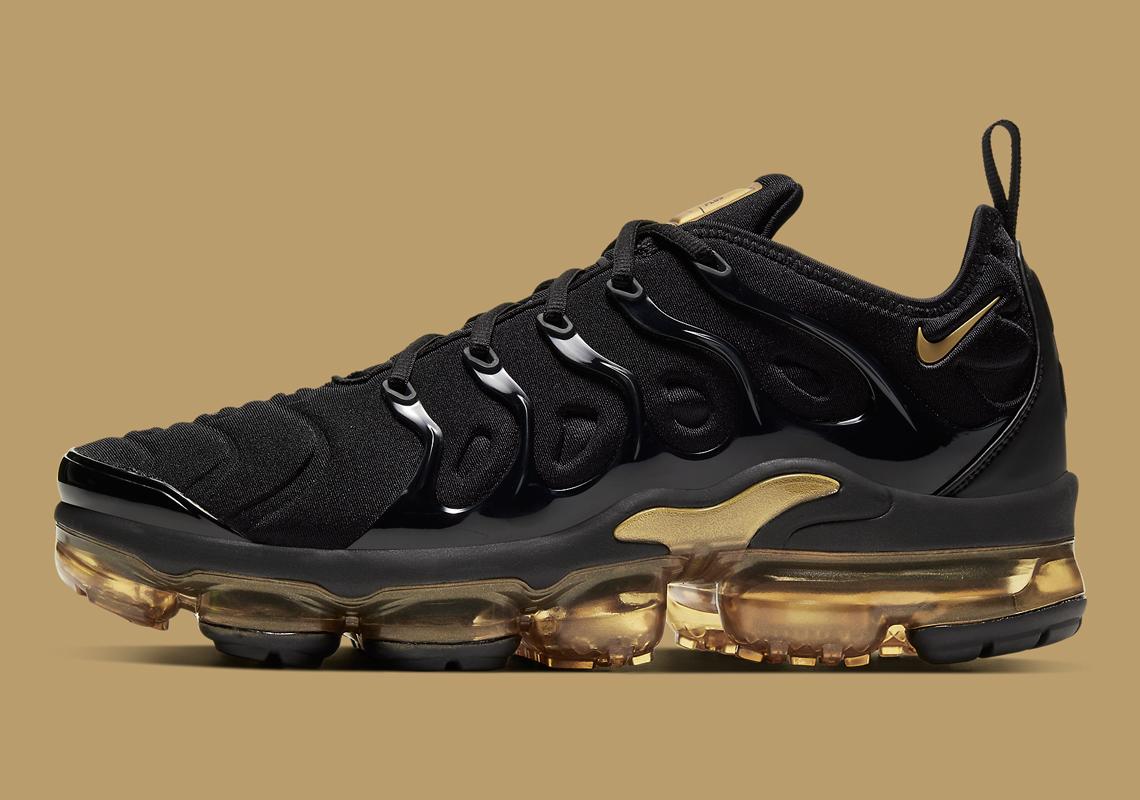 Nike-VaporMax-Plus-CW7299-001-5