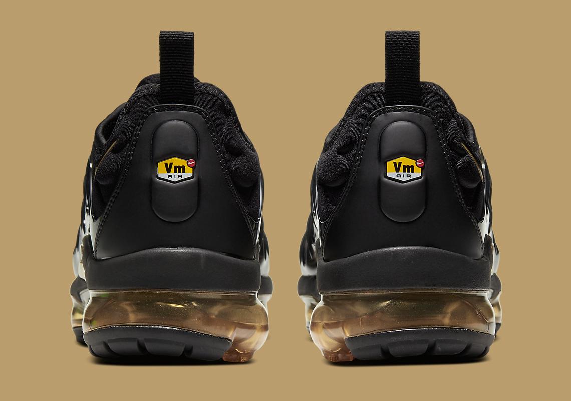 Nike-VaporMax-Plus-CW7299-001