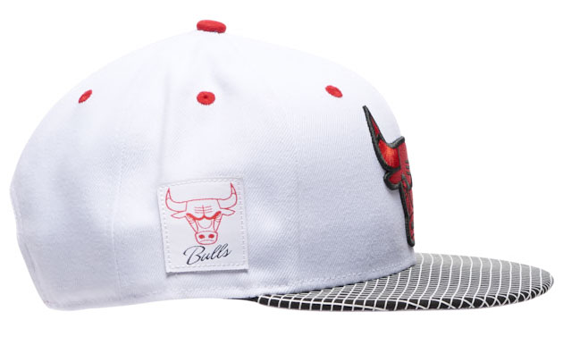 air-jordan-4-fire-red-2020-bulls-hat-4