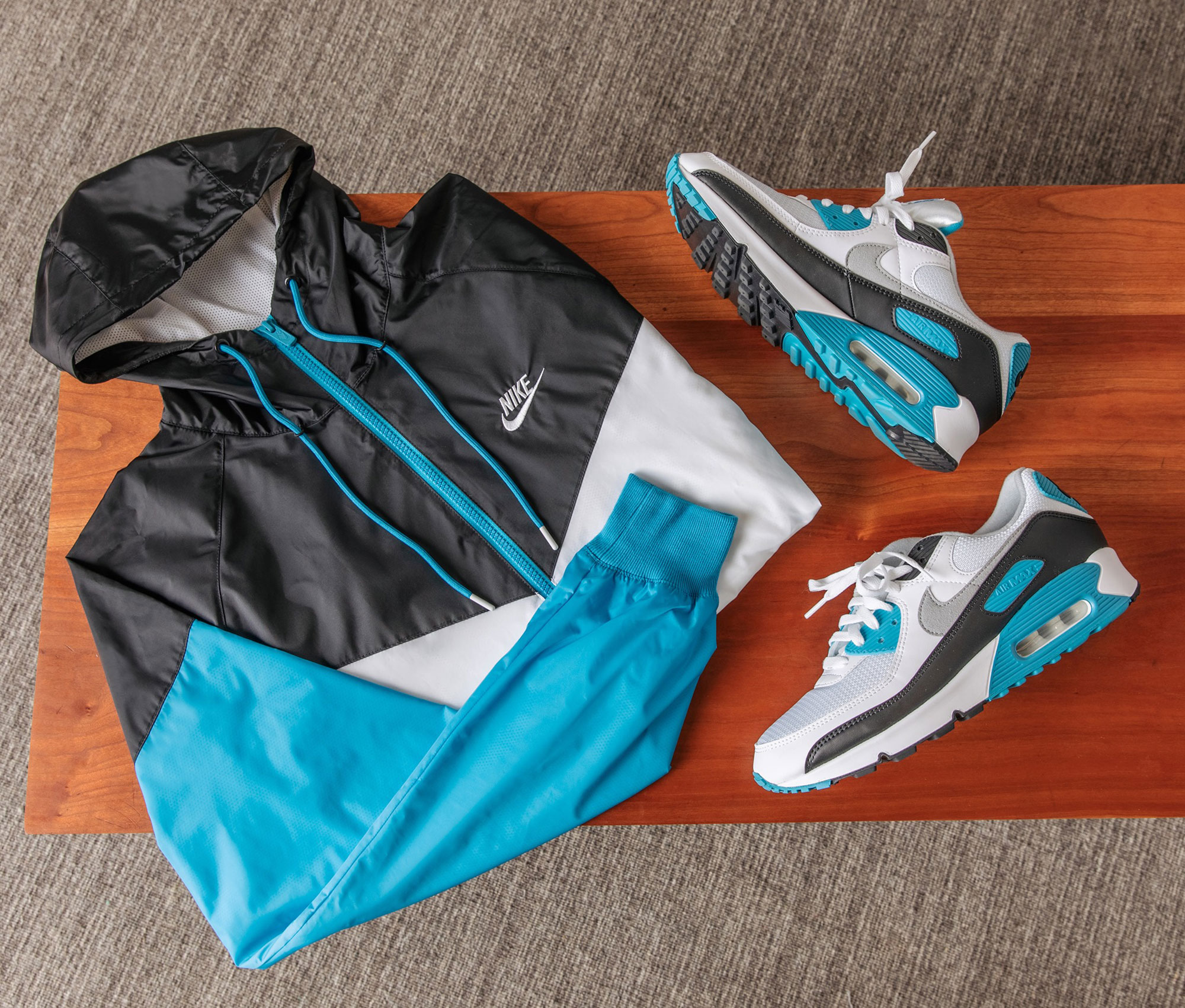 nike-air-max-90-laser-blue-windrunner-jacket-match