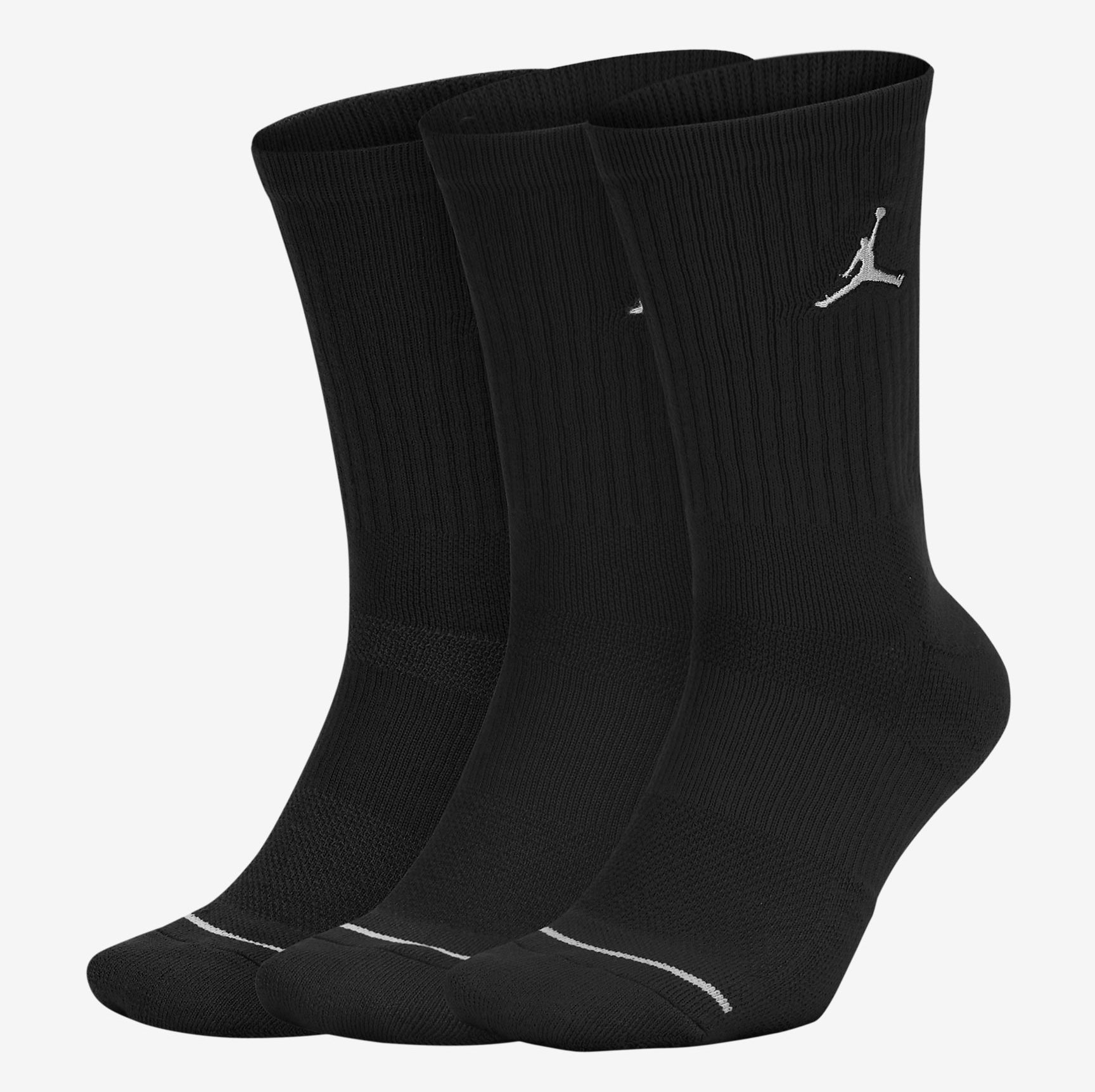 air-jordan-11-jubilee-black-white-socks