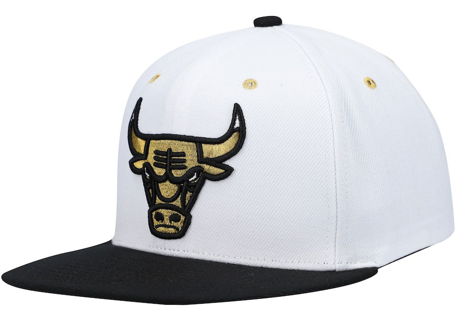 jordan-1-black-gold-chicago-bulls-hat