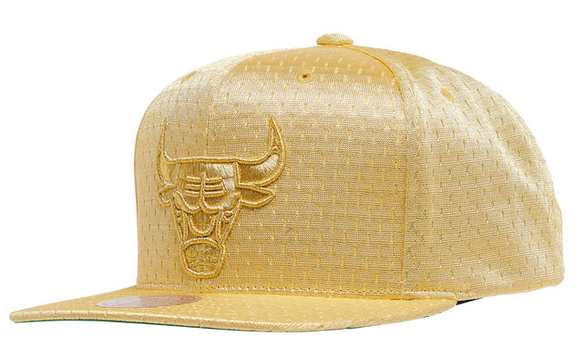 jordan-1-metallic-gold-bulls-hat-1