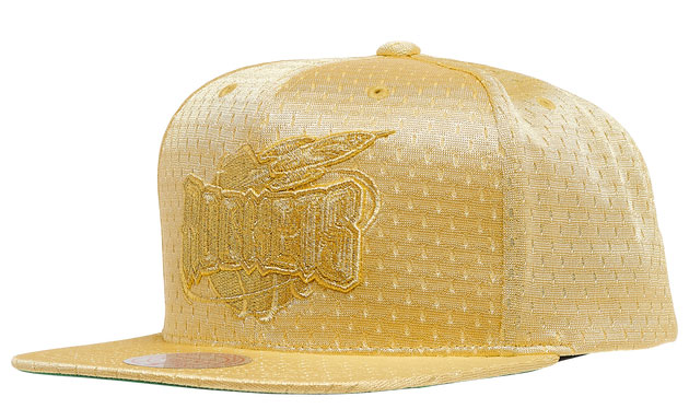 jordan-1-metallic-gold-rockets-hat