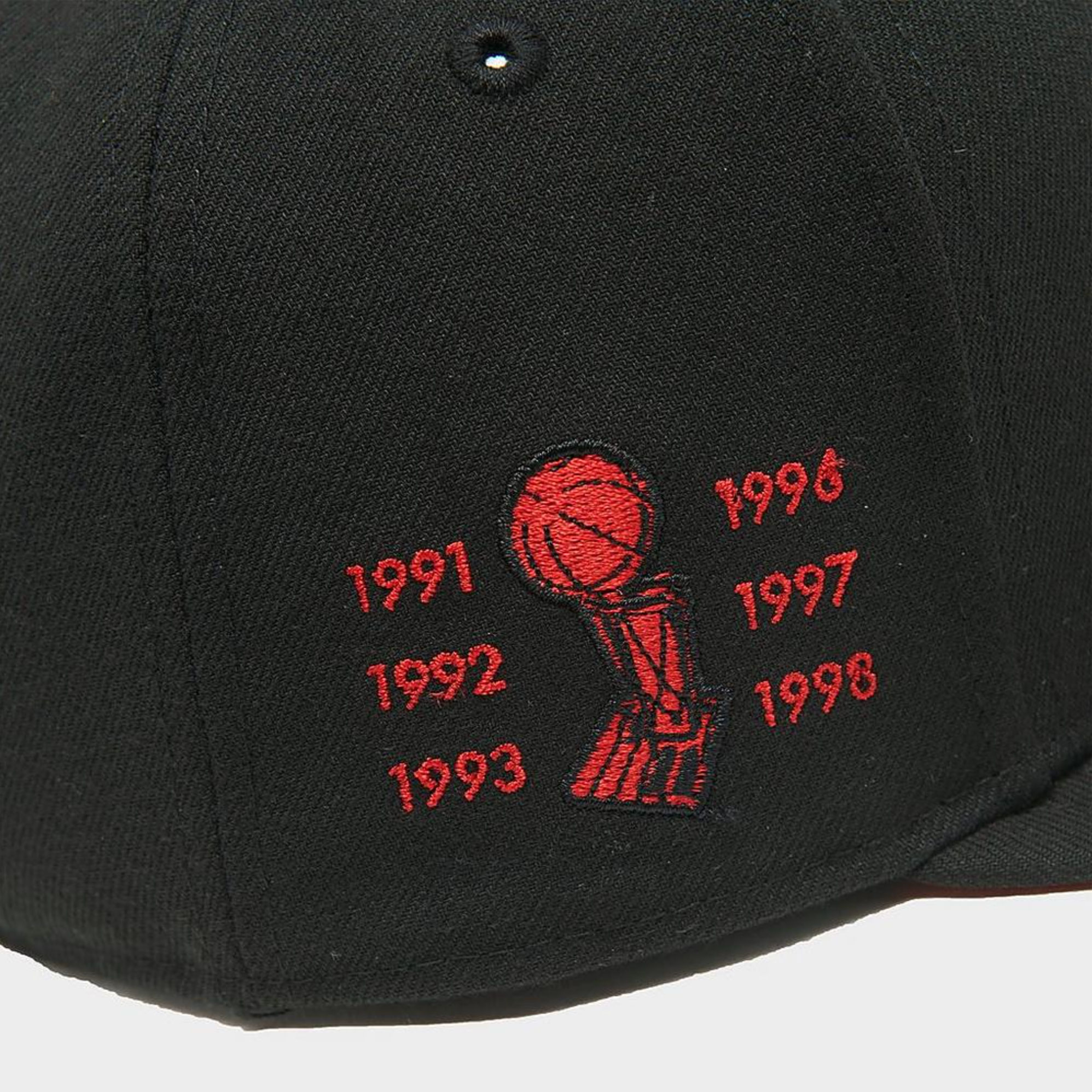 jordan-12-reverse-flu-game-new-era-chicago-bulls-bred-hat-2
