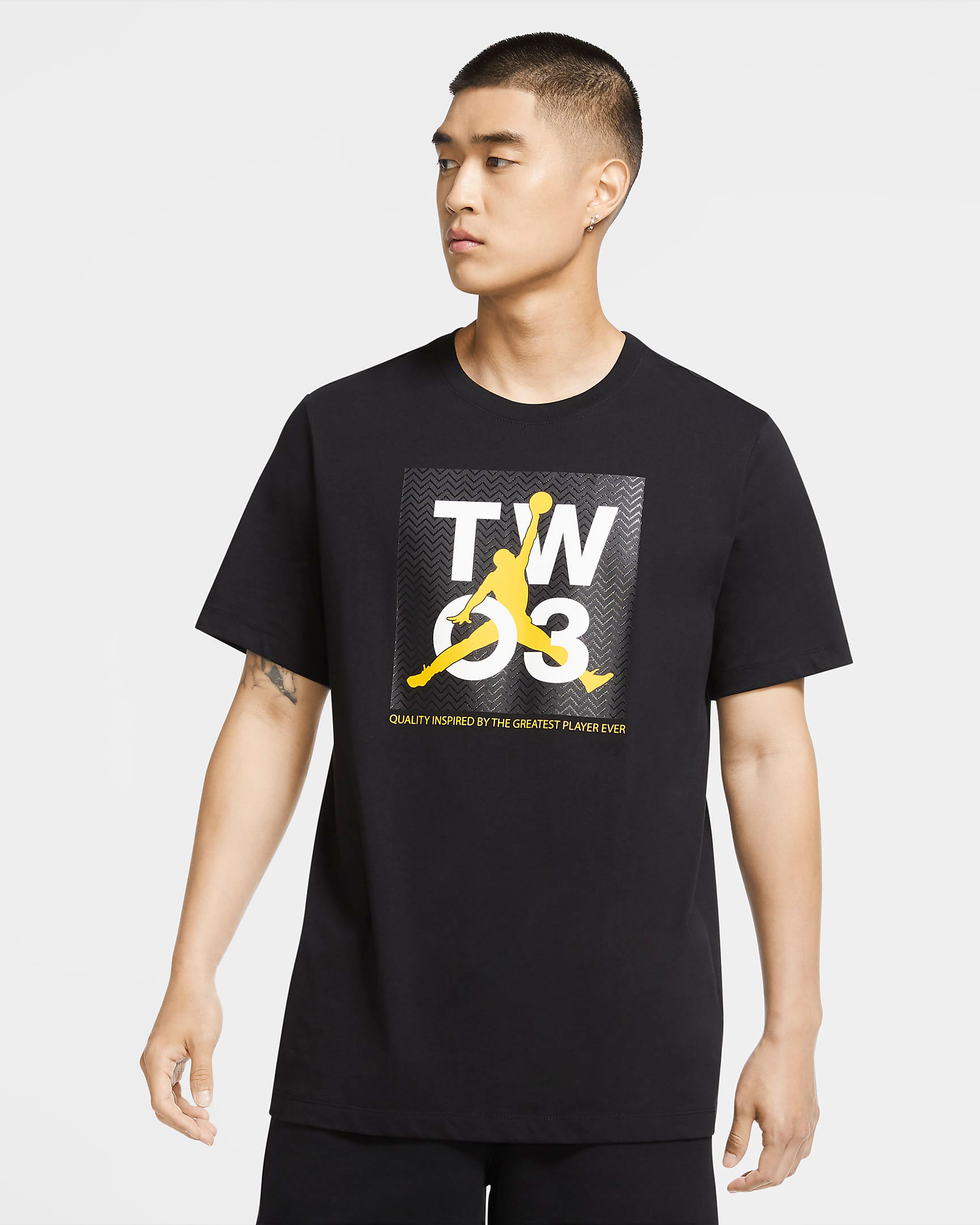 jordan-sneaker-shirt-black-university-gold