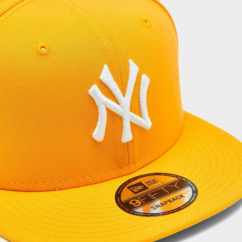 new-york-yankees-snapback-hat-university-gold-sneaker-match-1