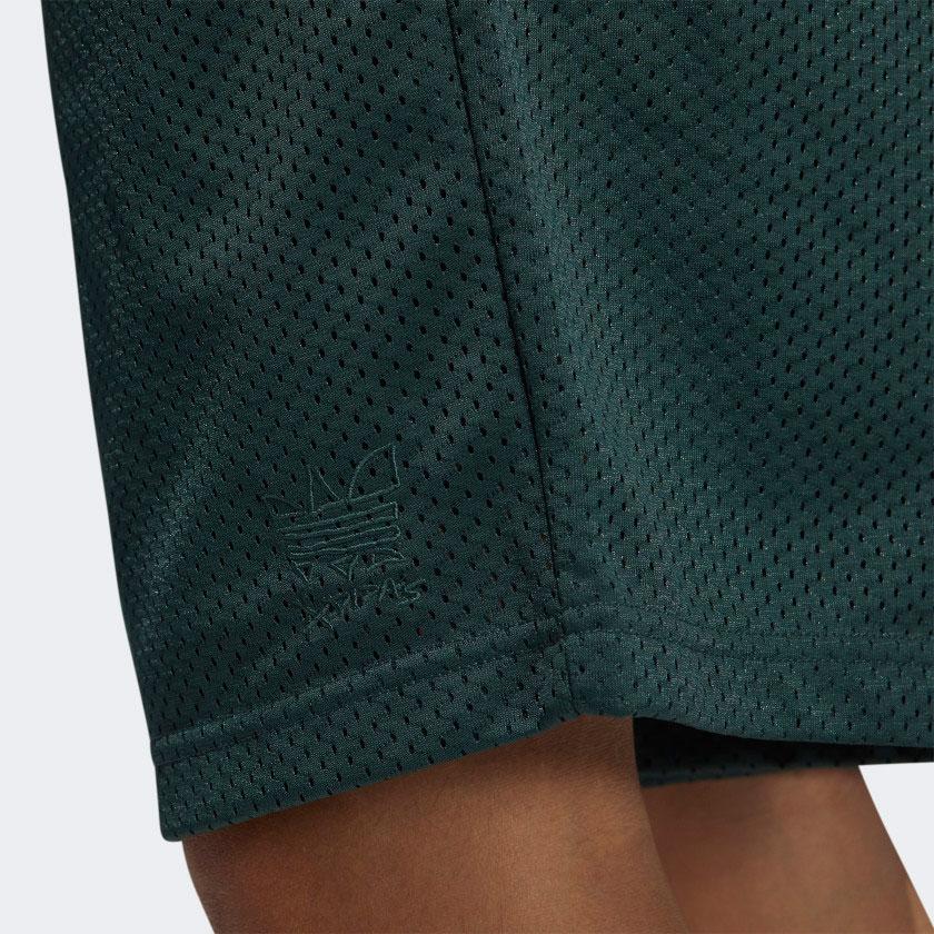 yeezy-700-sun-green-shorts-match-2