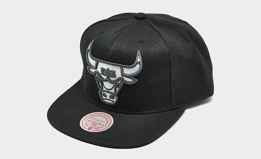 chicago-bulls-black-white-grey-snapback-hat-mitchell-ness-3