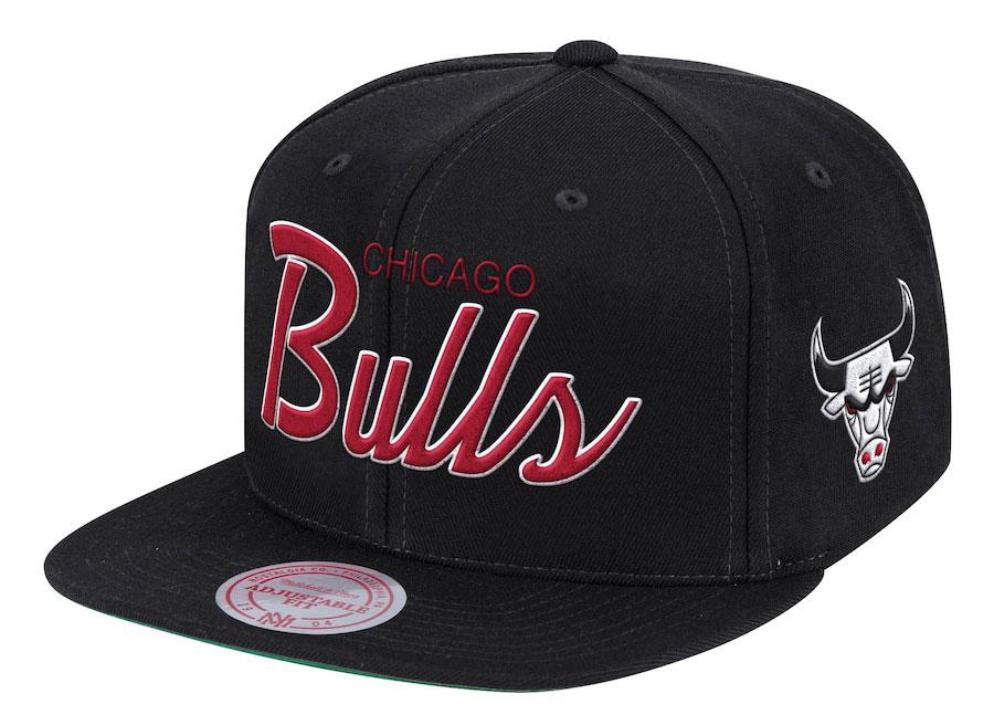 chicago-bulls-mitchell-ness-script-snapback-cap-1