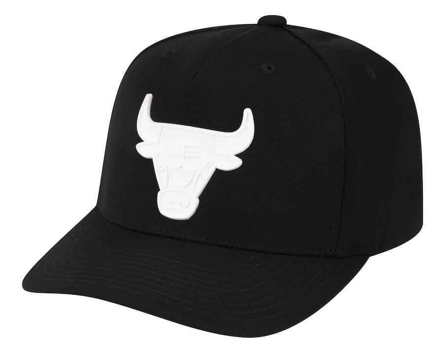 chicago-bulls-mitchell-ness-casper-black-white-snapback-hat