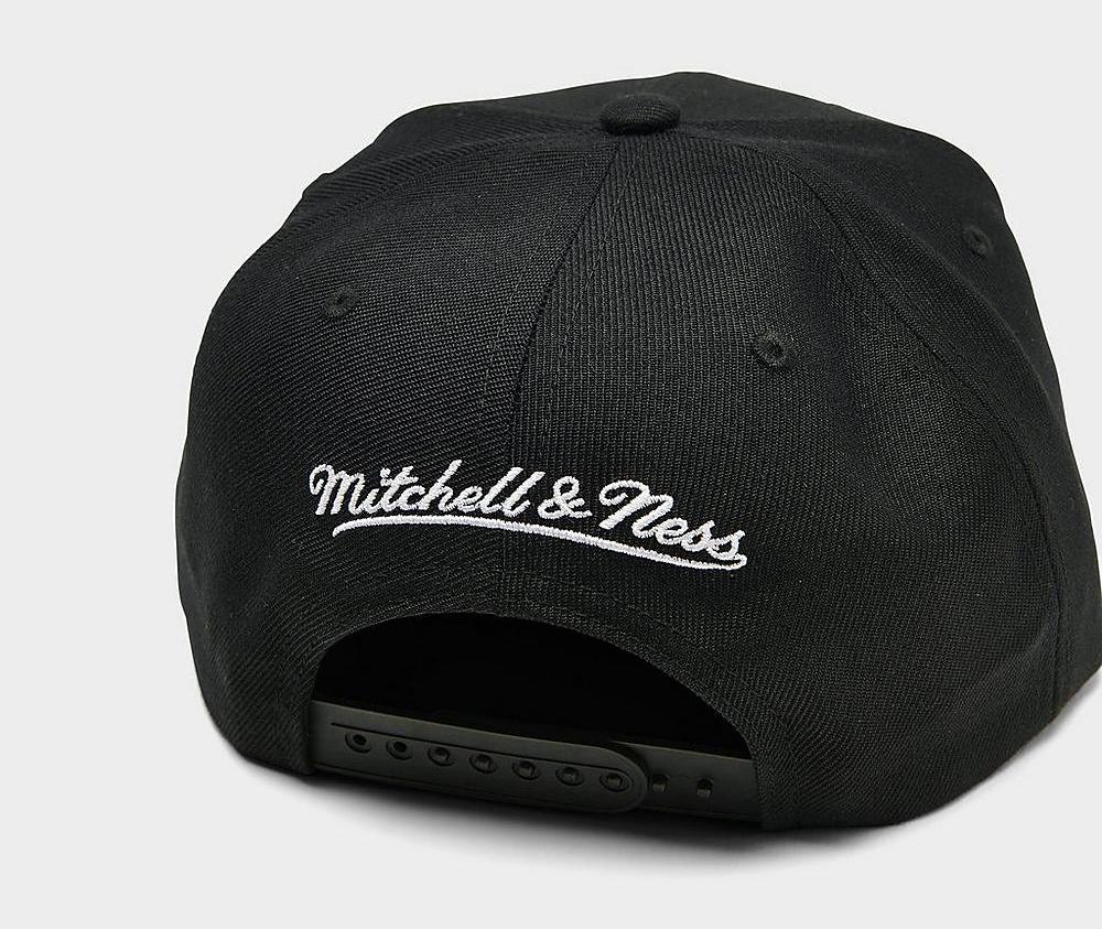 la-lakers-black-snapback-hat-mitchell-ness-2
