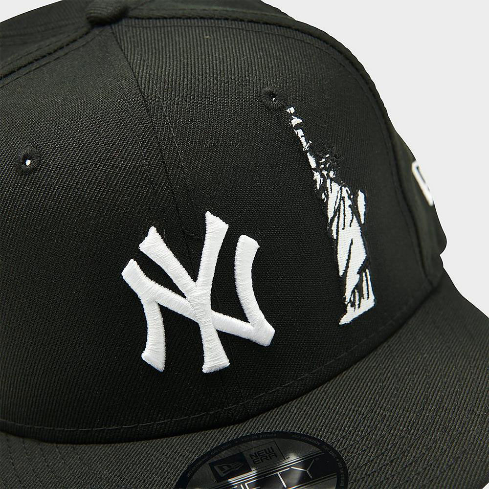 nike-dunk-low-black-white-yankees-snapback-cap-match-1