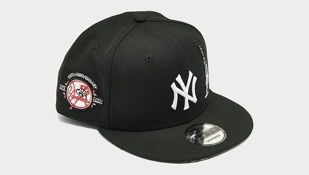 nike-dunk-low-black-white-yankees-snapback-hat-match-1