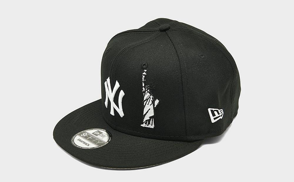 nike-dunk-low-black-white-yankees-snapback-hat-match-2