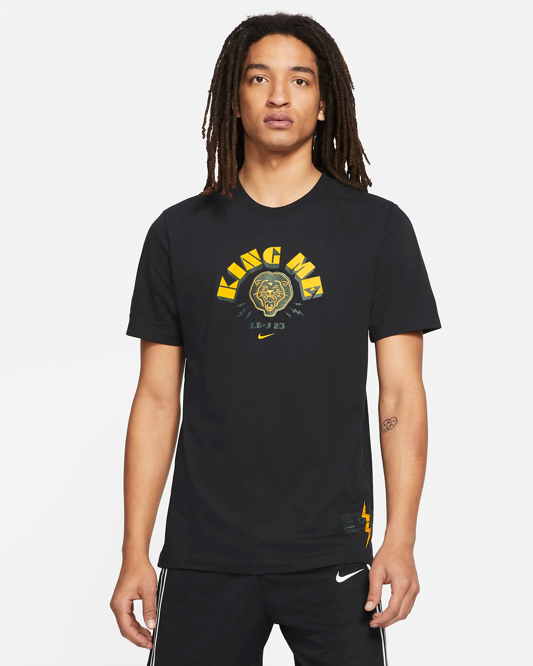 nike-lebron-king-me-shirt-black-yellow-gold-1