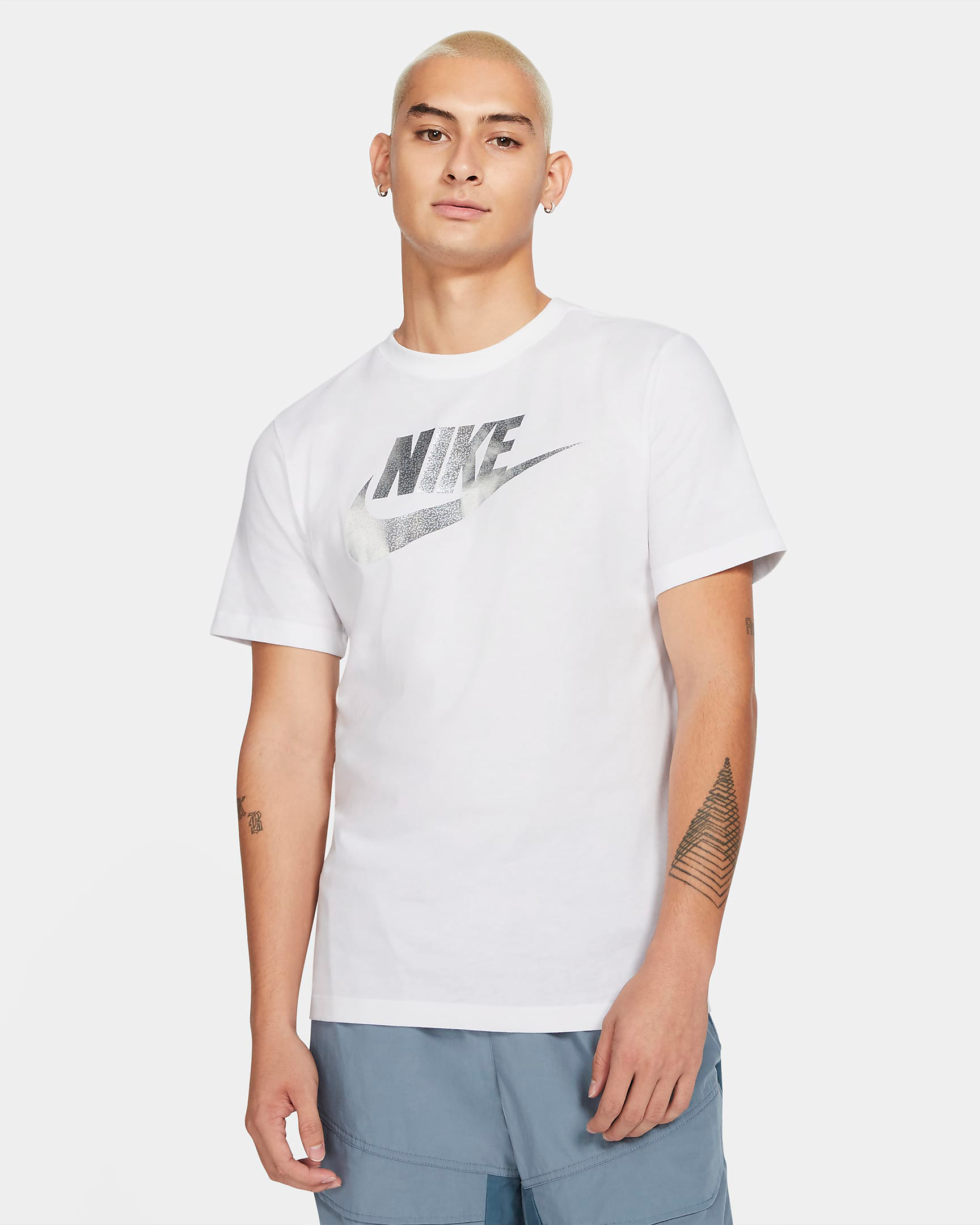 nike-sportswear-metallic-silver-shirt-white-2