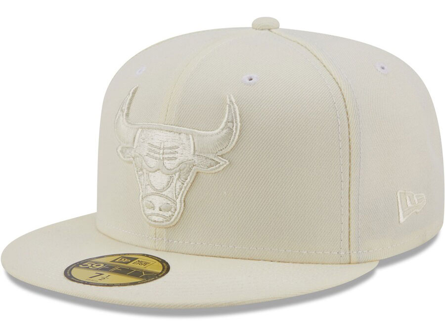 yeezy-450-cloud-white-bulls-hat