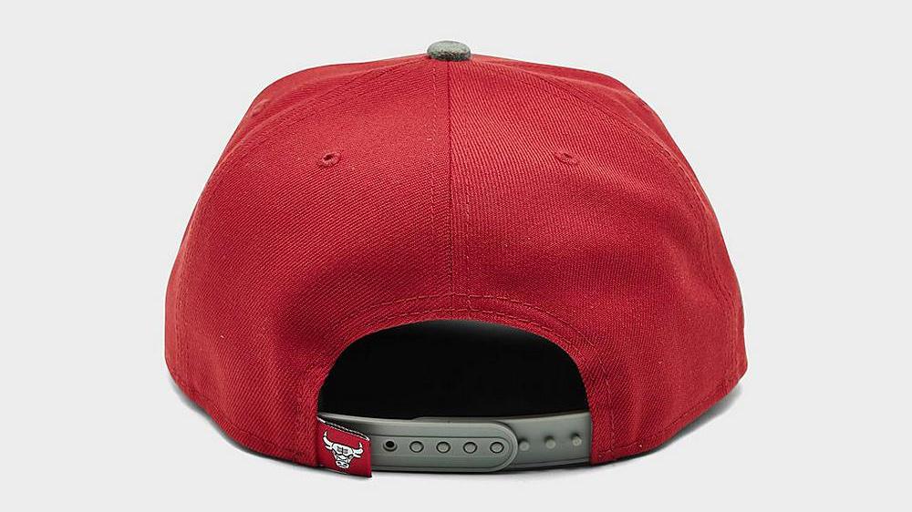 air-jordan-13-red-flint-bulls-hat-4