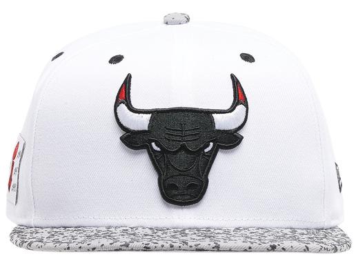 air-jordan-4-white-oreo-bulls-hat-2