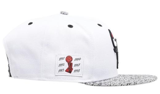 air-jordan-4-white-oreo-bulls-hat-4
