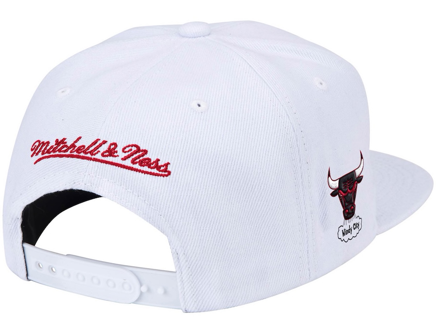 chicago-bulls-hardwood-classics-script-snapback-hat-mitchell-ness-white-red-2