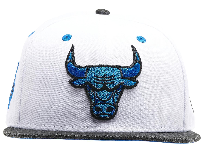 air-jordan-3-racer-blue-bulls-hat-2
