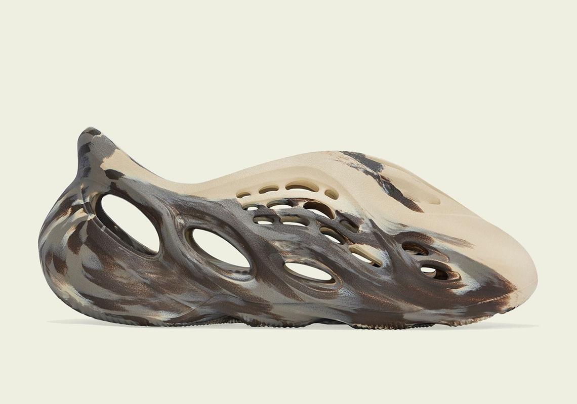 adidas-yeezy-foam-runner-MX-Cream-Clay-GX8774-1