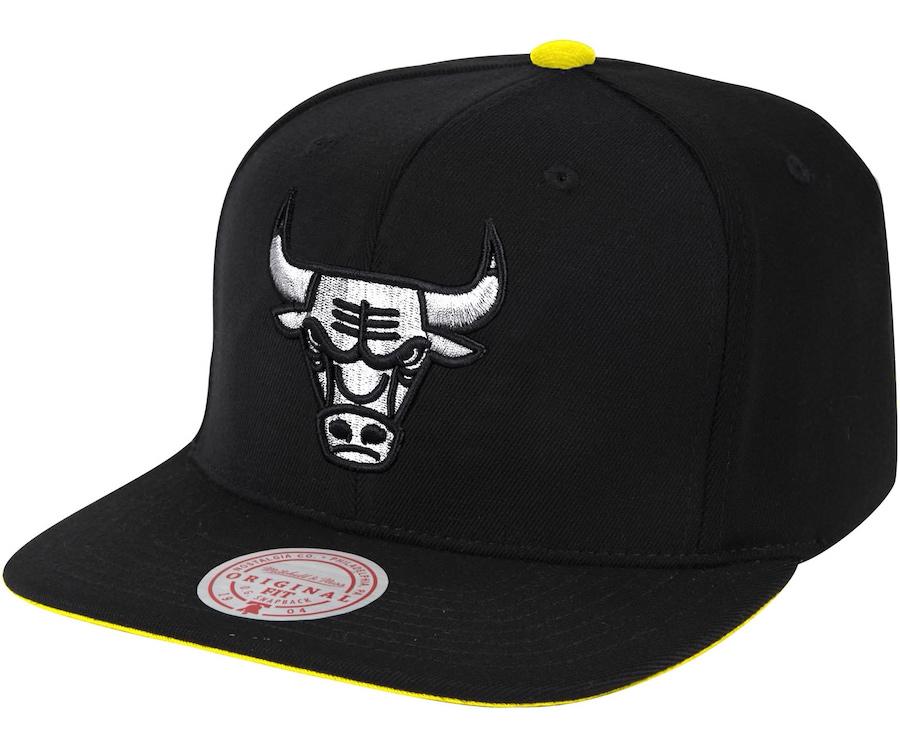 jordan-4-lightning-bulls-snapback-cap-mitchell-ness-1