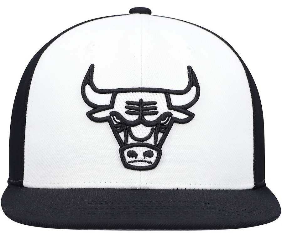 jordan-5-oreo-chicago-bulls-black-white-snapback-cap-mitchell-ness-2