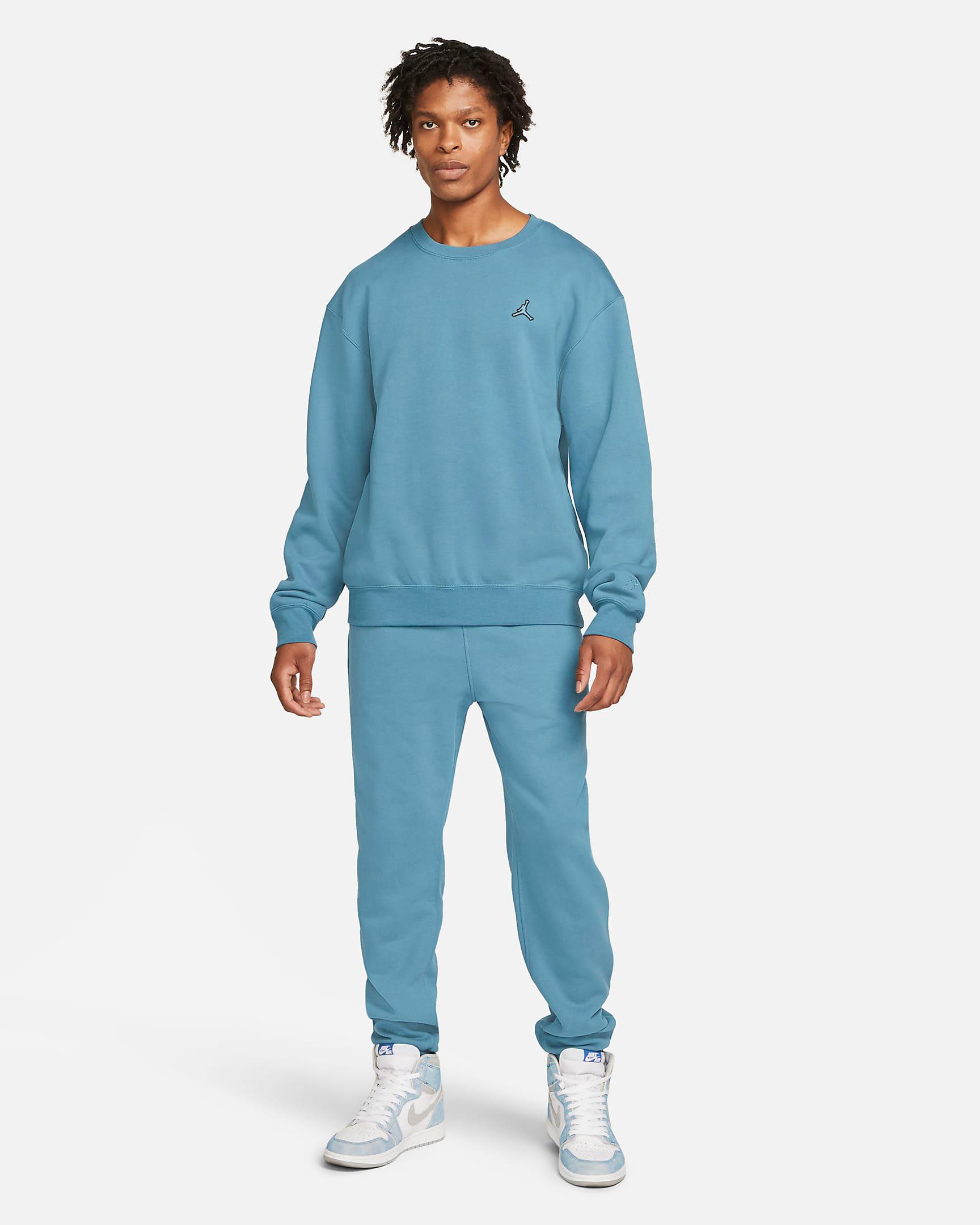 jordan-rift-blue-sweatshirt-pants-outfit