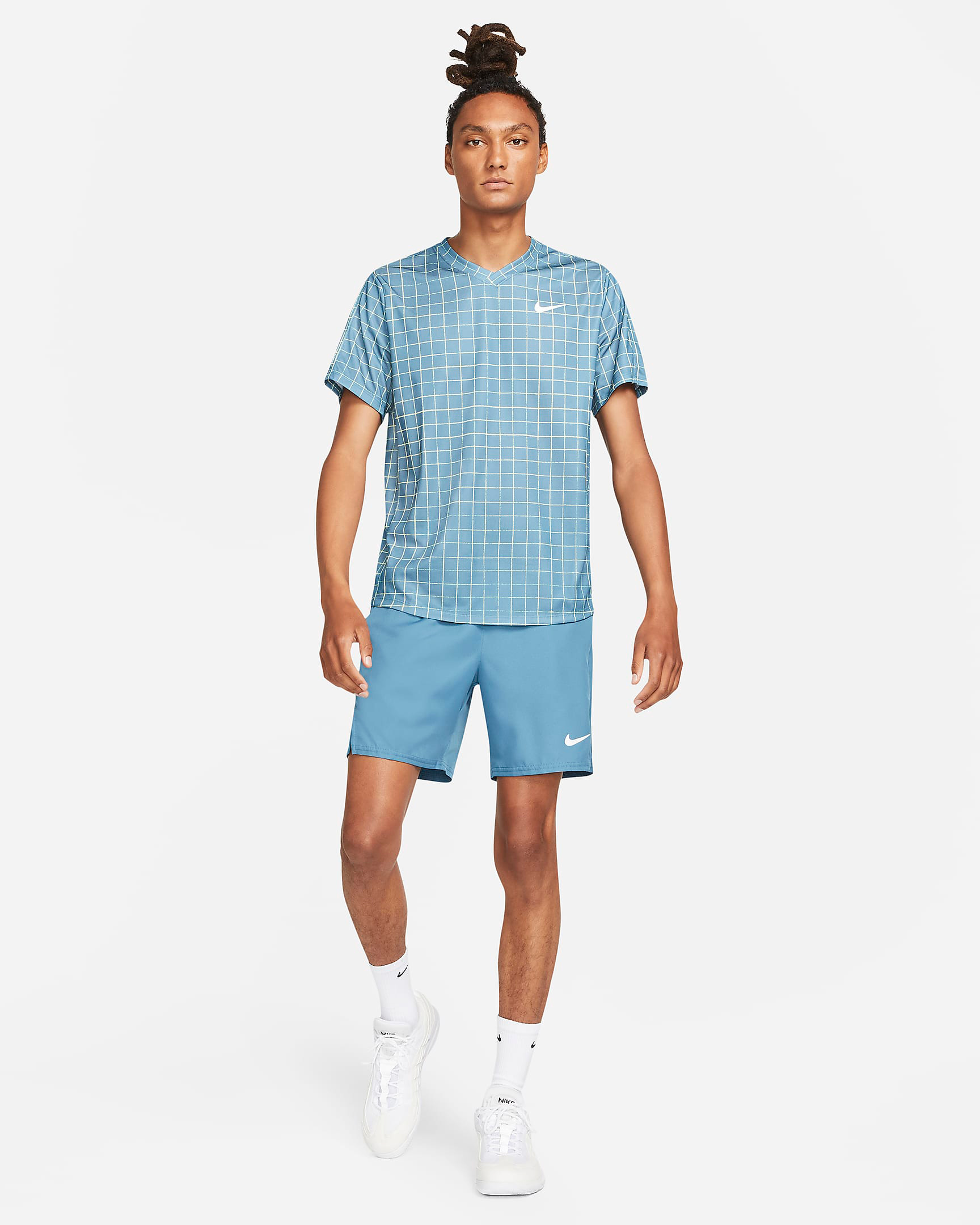 nike-rift-blue-shirt-shorts-outfit